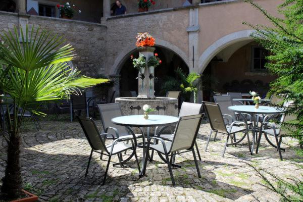 Geyer-Schloss-Cafe_Innenhof_02