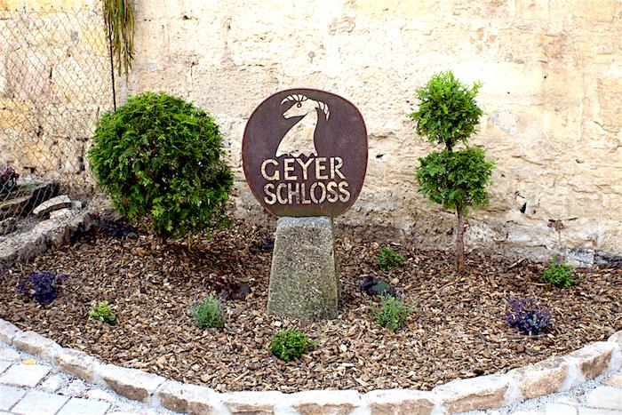 Geyer-Schloss Signet